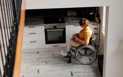 ¿Qué tipo de pisos usar si tengo sillas de ruedas o andadera?