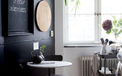 ¿Te gusta el color negro? Mirá estas 5 cocinas y el balance con el piso
